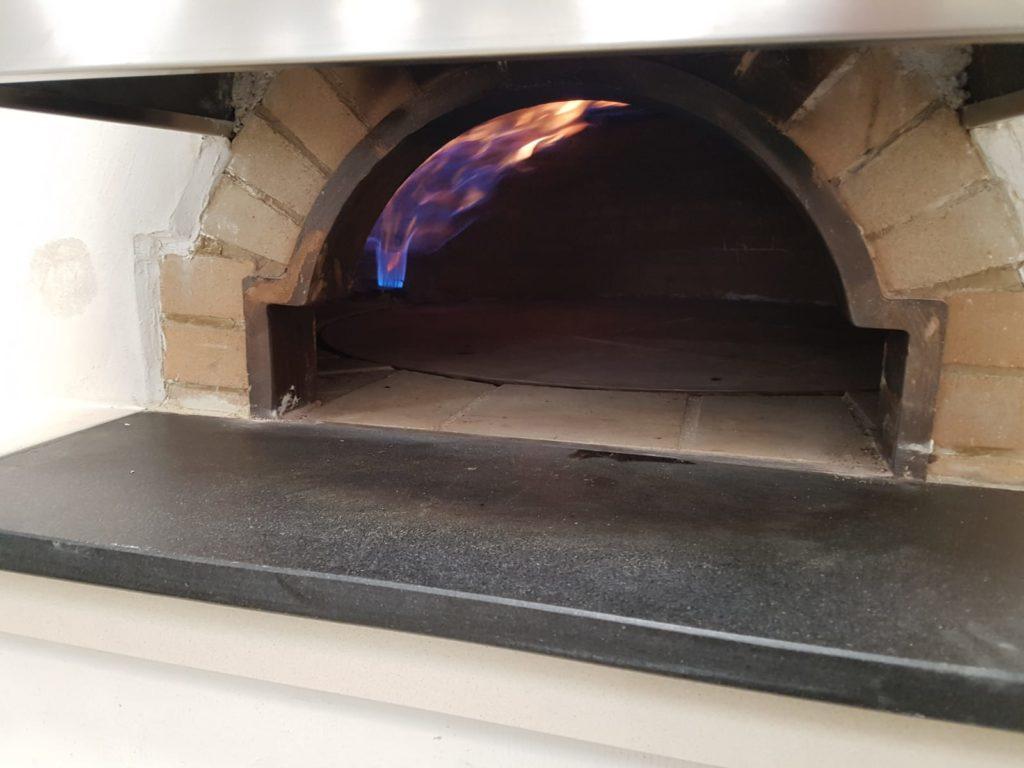 Forni Pavesi Rimini costruisce forni a legna professionali in mattoni refrattari